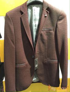 Пиджак укороченный,приталенный на одной пуговице темно-коричневого цвета ZARA