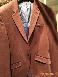 Пиджак,укороченный,приталенный,на одной пуговице бордо