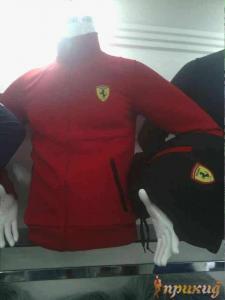 Спортивный костюм FERARI. Красная куртка и чёрные брюки