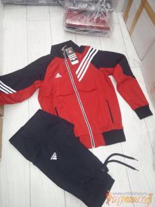 Спортивный костюм ADIDAS с красной курткой и синими брюками