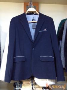Синий пиджак с полосками над карманами ARMANI