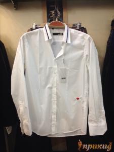 Белая рубашка MOSCHINO с сердечком,приталенная.