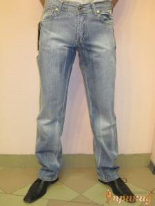 Джинсы светло-синие с белыми вставочками на задних карманах