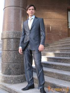 Мужской приталленный деловой костюм White House из ткани фирмы REDO