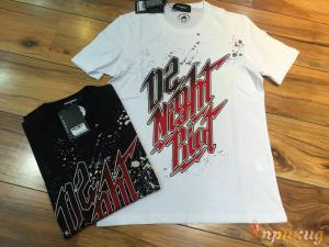 Белая либо черная футболка с надписью D2 Night Riot