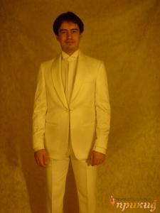 Белый свадебный смокинг с двойной пуговицей на стильной цепочке Gioberti