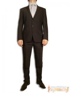 Синий приталенный костюм Gioberti с укороченным пиджаком и узкими брюками.