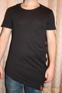 Футболка черная удлинённая с косым срезом по низу футболки PIAZZA ITALIA MAN  с вставками на плечах из ткани с эффектом кожи.