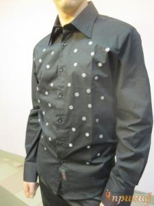 Рубашка чёрная с вшитыми зеркалами в белый цветочек (есть такая же белая)