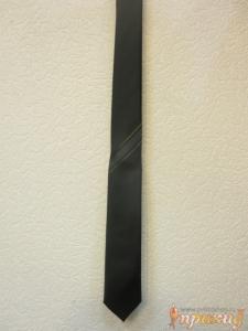 Галстук черный с тремя белыми и двумя коричневыми полосами
